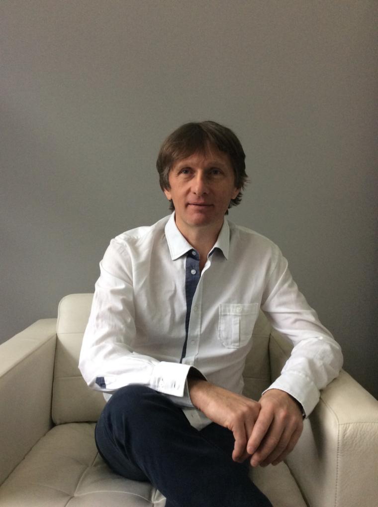 Dr Mirosław Piekarski